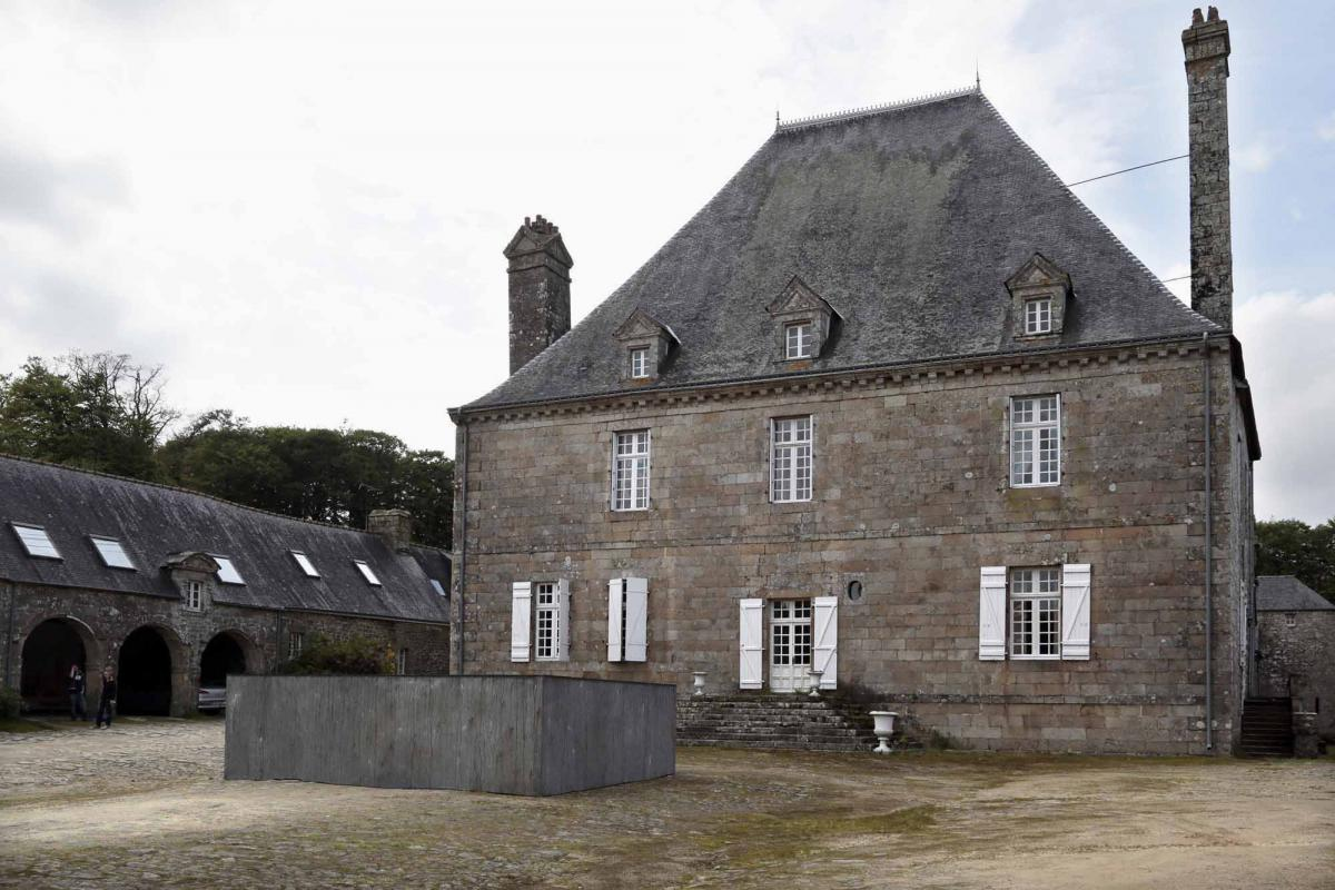 """""""Naufragé"""" devant le château de trégarentec"""