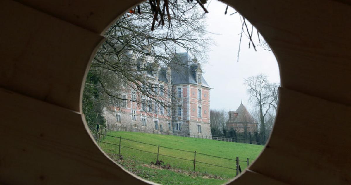 Paysage cadré depuis la capsule du parc du château de Chambray
